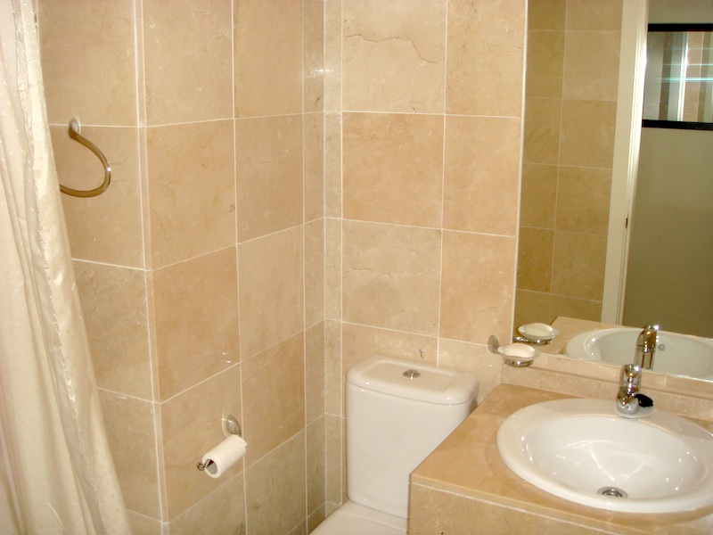 Blq3_Bathroom.jpg