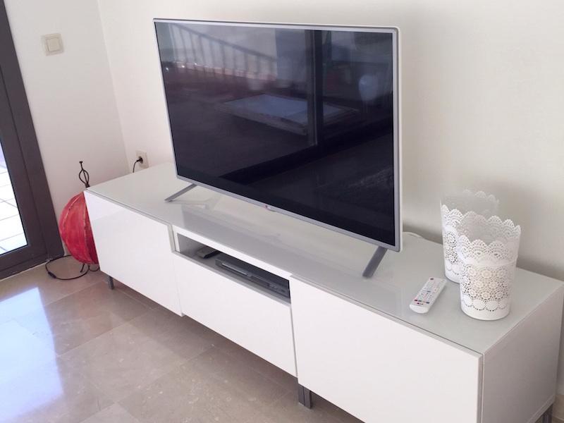 Los_Cortijos_Lounge_TV.jpg