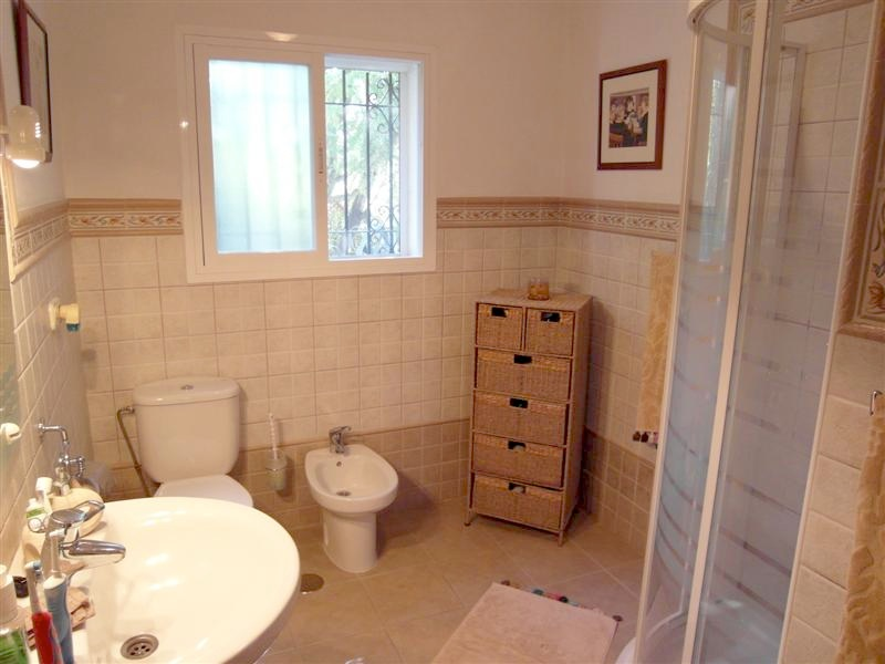 Villa_El_Rosario_Marbella_Bathroom.jpg