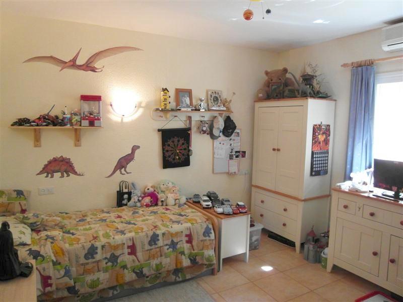 Villa_El_Rosario_Marbella_Bedroom_2.jpg