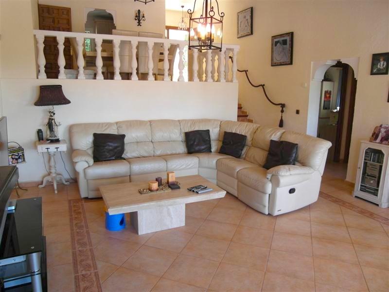 Villa_El_Rosario_Marbella_Lounge2.jpg