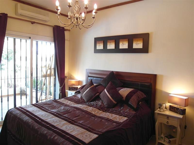 Villa_El_Rosario_Marbella_Master_bedroom.jpg