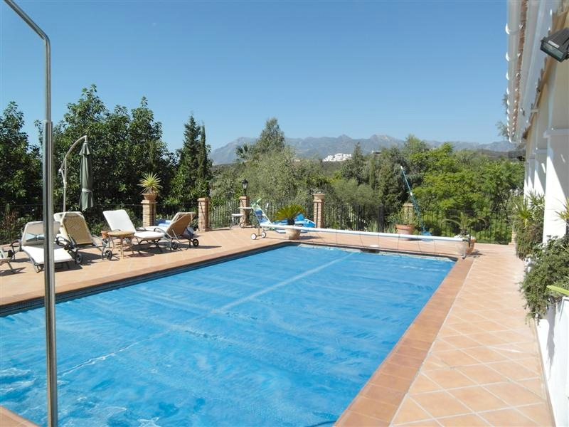 Villa_El_Rosario_Marbella_Pool.jpg